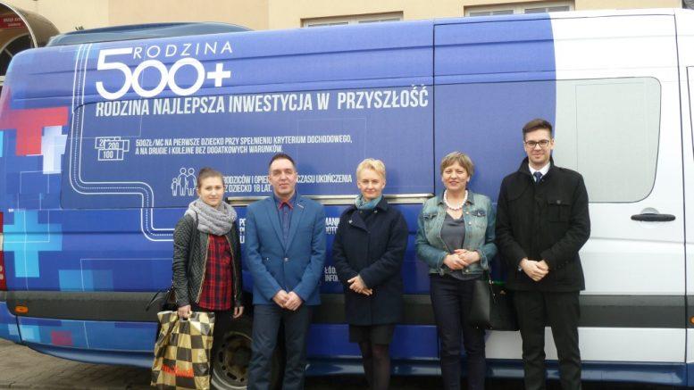 Mobilny punkt informacyjny Rodzina 500+  W dniu 14 kwietnia 2016 r. do Gminy Szczerców zawitał mobilny punkt informacyjny.