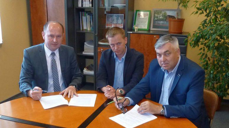 Umowa na kanalizację sanitarną Polowa – Borowa podpisana!   Ponad 6 kilometrów sieci kanalizacyjnej dla mieszkańców gminy Szczerców.